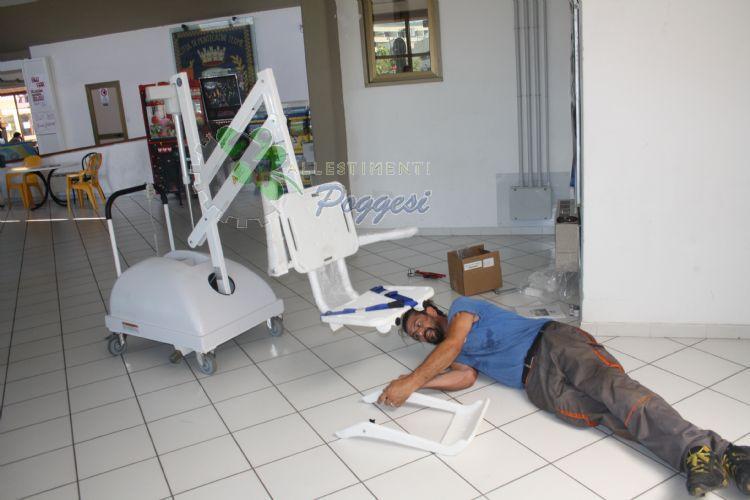 Sollevatori Mobili Per Piscina : Sollevatore per disabili da piscina